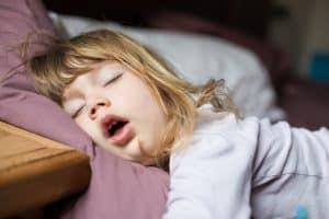 נשימה דרך הפה בשינה